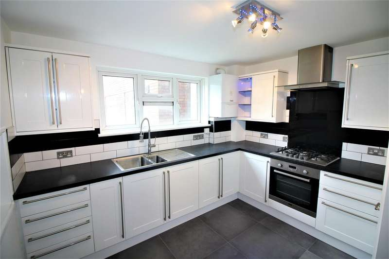 2 Bedrooms Flat for sale in Radbourne Crescent, London
