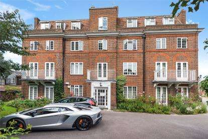 2 Bedrooms Flat for sale in Hollington Court, High Street, Chislehurst