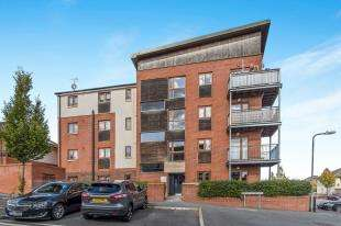 2 Bedrooms Flat for sale in Hawkins Avenue, Gravesend, Kent, England