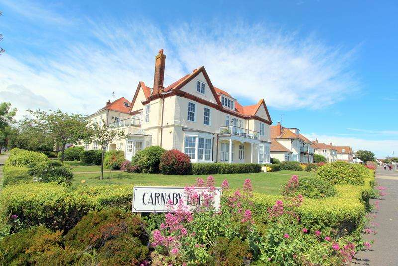 2 Bedrooms Flat for sale in The Esplanade, Frinton-On-Sea