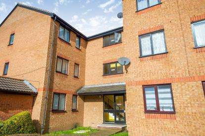 1 Bedroom Flat for sale in Plowman Close, Upper Edmonton, London, Plowman Close Upper Ed
