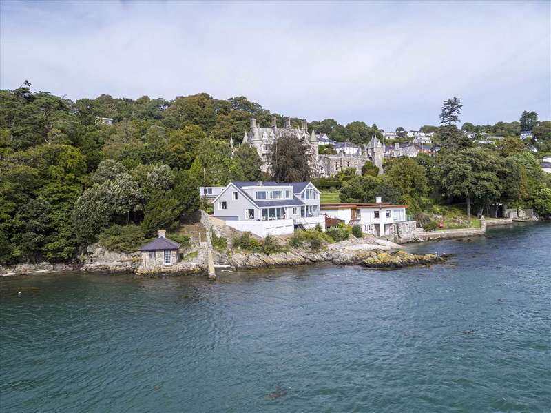 4 Bedrooms Detached House for sale in Craig Y Fenai, Glyn Garth, Menai Bridge