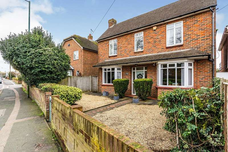3 Bedrooms Detached House for sale in Maidstone Road, Rainham, Kent, ME8