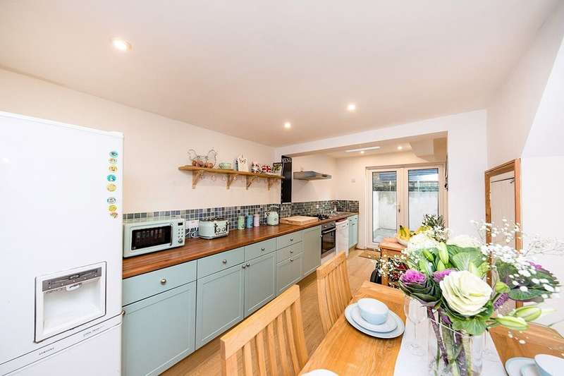 5 Bedrooms Semi Detached House for sale in Mays Road, Ramsgate, CT11