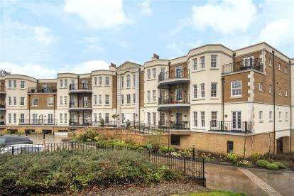 3 Bedrooms Flat for sale in Wilberforce Court, Westerham Road, Keston