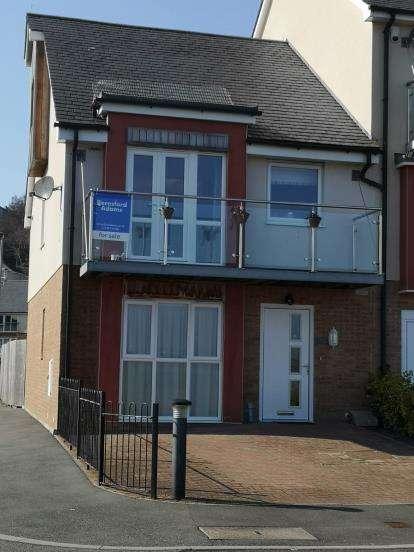4 Bedrooms Terraced House for sale in Y Bae, Bangor, Gwynedd, LL57