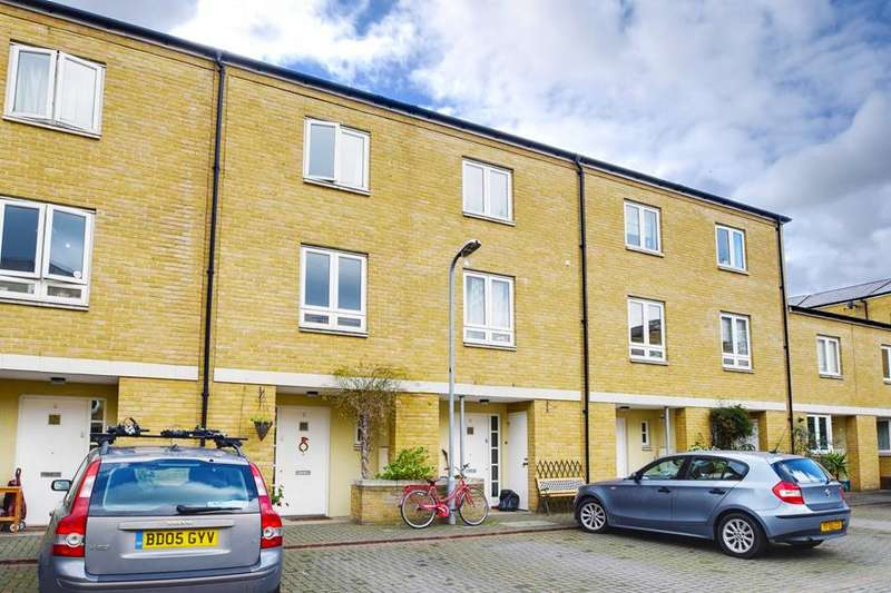 3 Bedrooms Property for sale in Blundell Close, London, E8