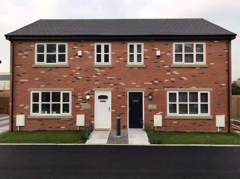 3 Bedrooms Semi Detached House for sale in Heywood, Rochdale OL10