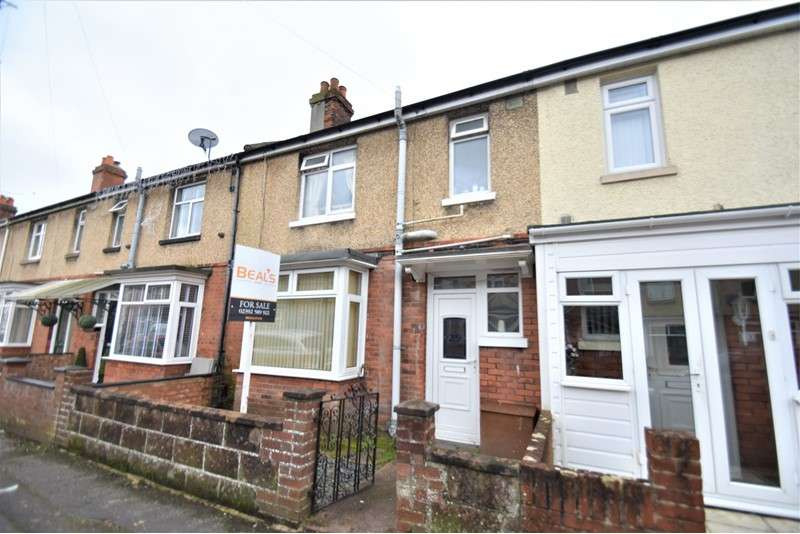 3 Bedrooms Property for sale in Vernon Road, Gosport, Hampshire, PO12 3NT