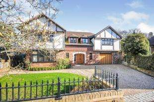 5 Bedrooms Detached House for sale in Greys Park Close, Keston, Bromley, England