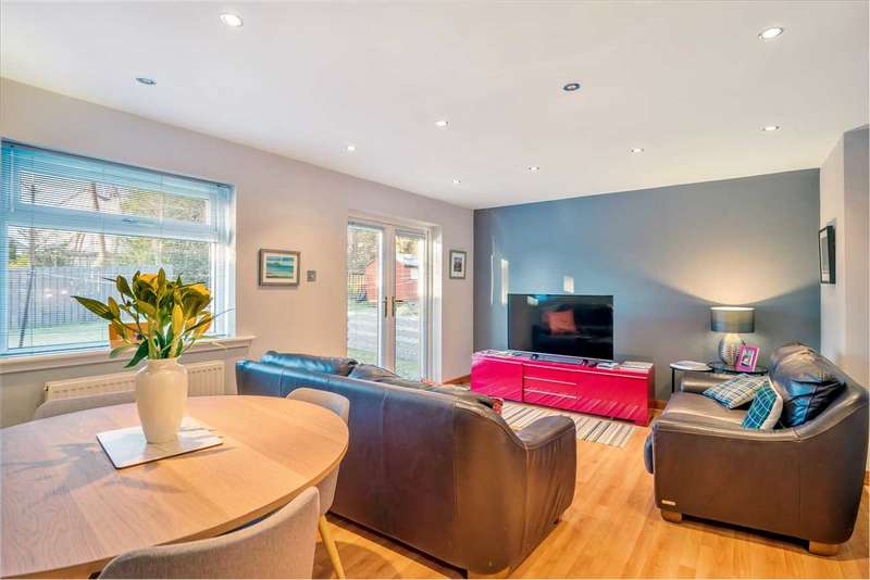 4 Bedrooms Semi Detached House for sale in Rockmount Avenue, Thornliebank, GLASGOW