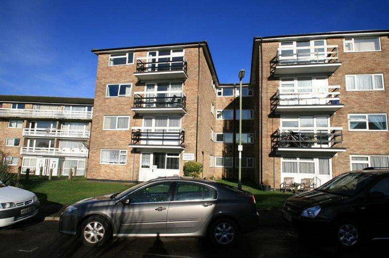 2 Bedrooms Apartment Flat for rent in Whyke Court, Chidham Close, Havant, Hampshire, PO9