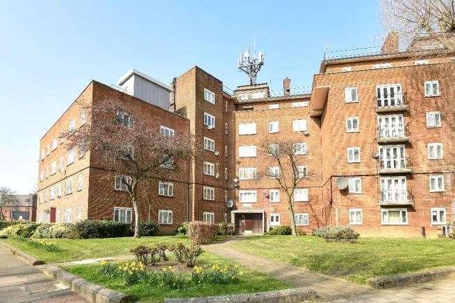 1 Bedroom Apartment Flat for sale in Swinburne Court, Basingdon Way, London, SE5