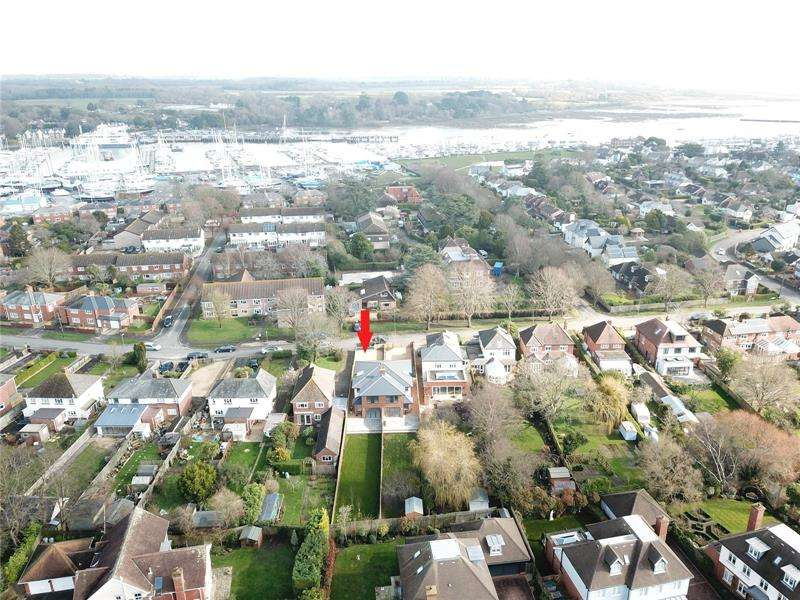 3 Bedrooms Semi Detached House for sale in Queen Katherine Road, Lymington, Hampshire, SO41