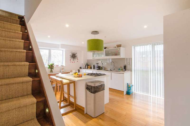 4 Bedrooms House for sale in Russia Dock Road, Canada Water, SE16