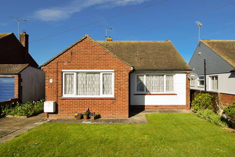 2 Bedrooms Detached Bungalow for sale in Woodland Road, Herne Bay