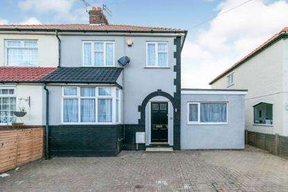 4 Bedrooms Semi Detached House for sale in Clacton On Sea, Essex