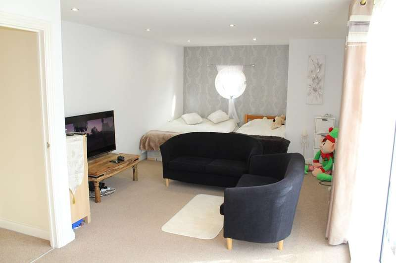 2 Bedrooms Flat for sale in Watkin Road, Off Upperton Road, Leicester
