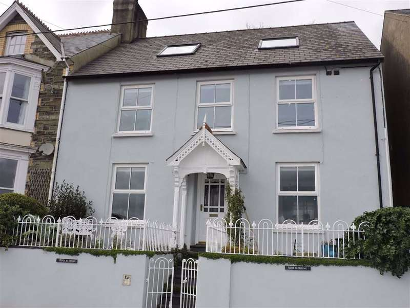 4 Bedrooms Semi Detached House for sale in Quay Road, Goodwick