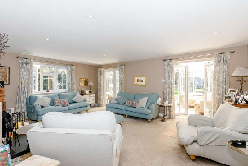 5 Bedrooms Semi Detached House for sale in Dudley Cottages, Simplemarsh Road, Addlestone, KT15