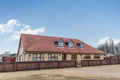 4 Bedrooms Bungalow for sale in Crowland Road, Eye, Peterborough, Cambridgeshire