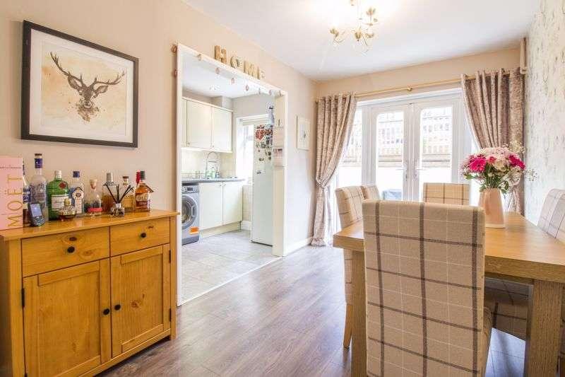 3 Bedrooms Property for sale in Parklands Close Rogerstone, Newport