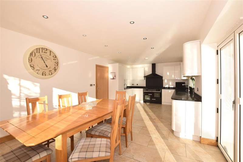 3 Bedrooms Bungalow for sale in Maidstone Road, , Chatham, Kent