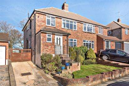 3 Bedrooms Semi Detached House for sale in Newstead Avenue, Orpington