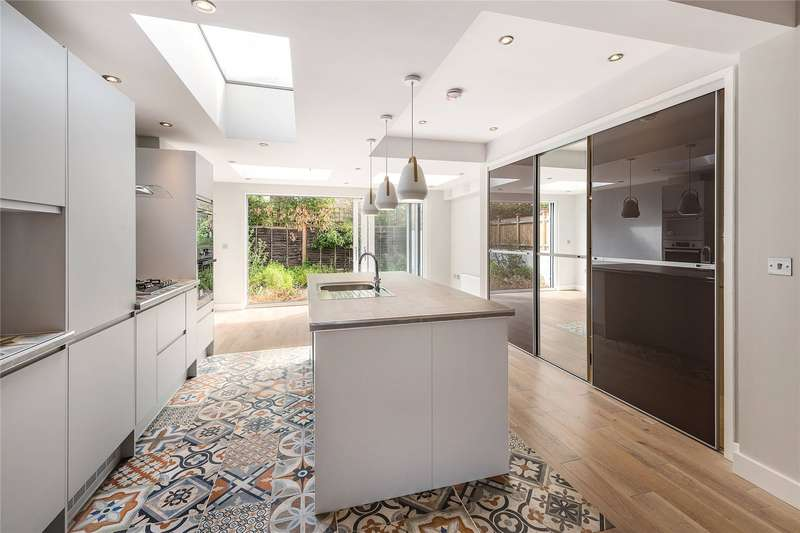 4 Bedrooms Terraced House for sale in Latchmere Road, Battersea, London, SW11