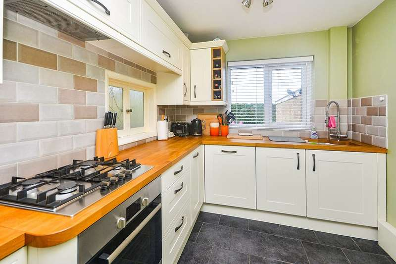 4 Bedrooms Semi Detached House for sale in Thompson Close, Walmer, Deal, Kent, CT14