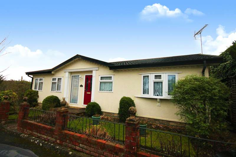 2 Bedrooms Detached Bungalow for sale in St Johns Rise, Berrys Green Road