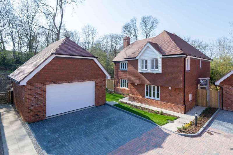 5 Bedrooms Detached House for sale in Downs View Way, Chartham, Canterbury, CT4