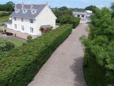 5 Bedrooms Detached House for sale in St James Stables, Llanblethian