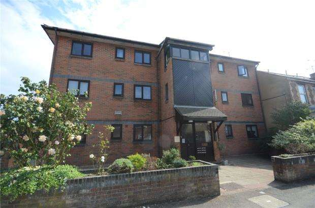 2 Bedrooms Apartment Flat for sale in Lynmouth Court, Lynmouth Road, Reading