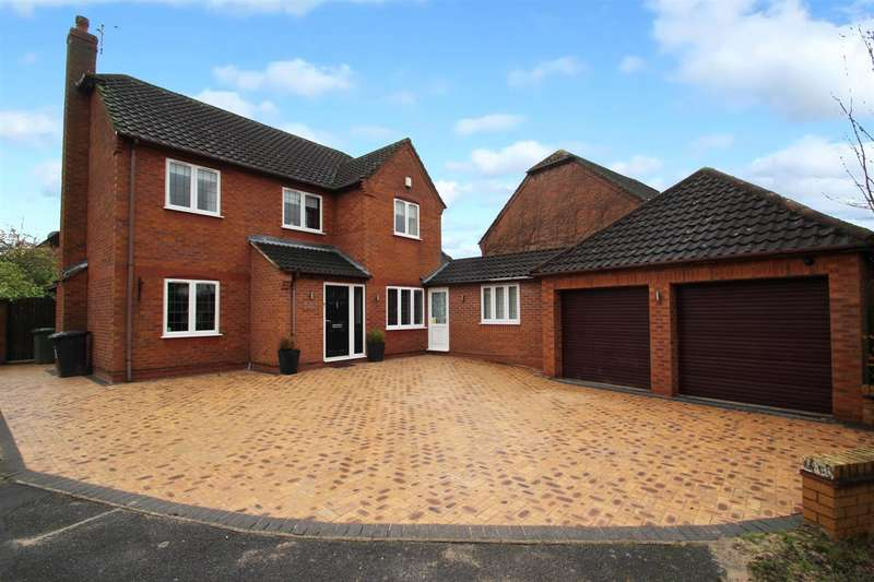 4 Bedrooms Detached House for sale in Hoppner Close, Leicester