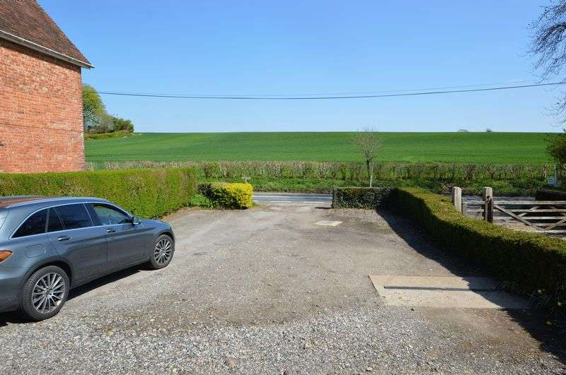 2 Bedrooms Property for sale in Green Lane, Hambledon