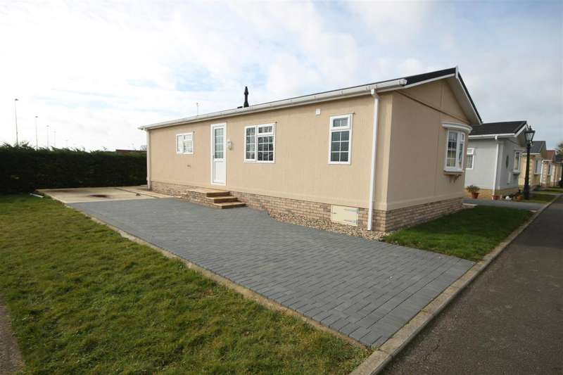 2 Bedrooms Park Home Mobile Home for sale in Cathedral View Park, Witchford,