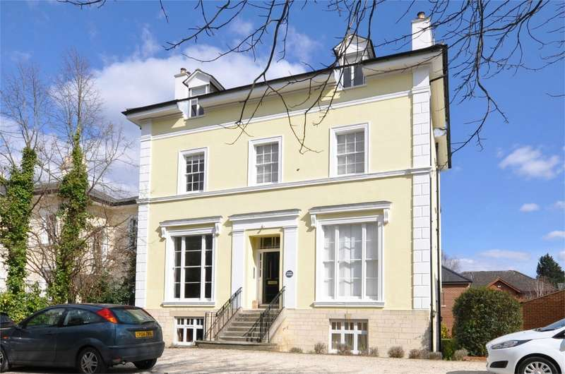 2 Bedrooms Flat for rent in The Park, Cheltenham, Gloucestershire