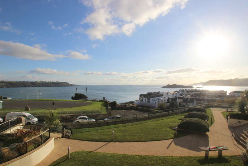 2 Bedrooms Flat for sale in Azure, 55 Cliff Road, The Hoe, Plymouth, PL1 2PE