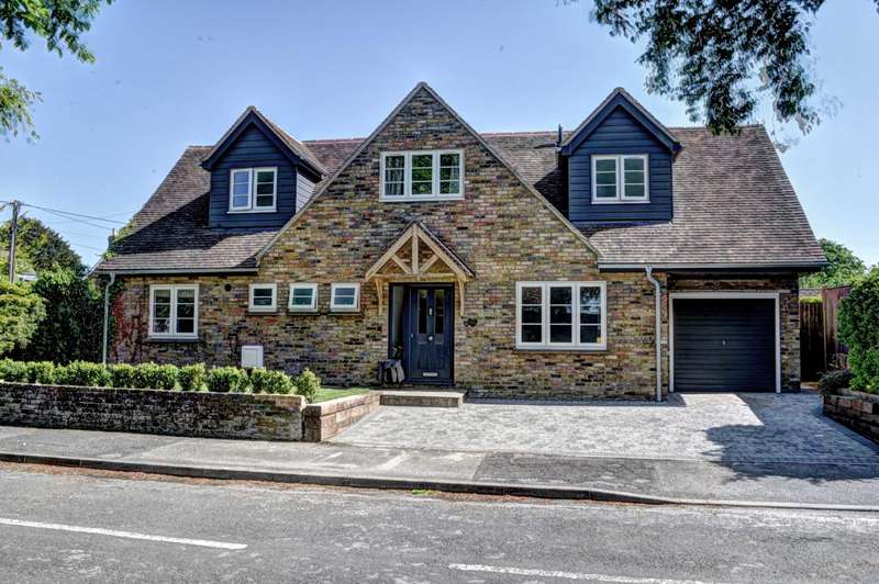 4 Bedrooms Detached House for sale in Old Croft Close, Kingston Blount