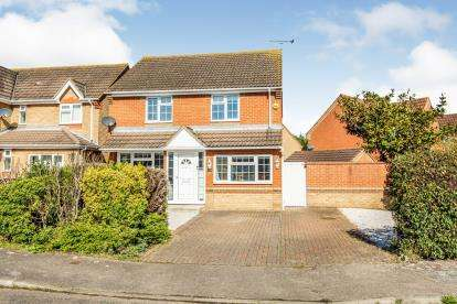3 Bedrooms Detached House for sale in Steeple View, Laindon, Essex