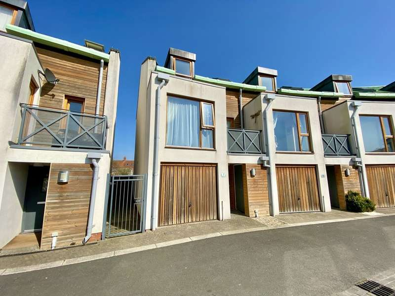 3 Bedrooms End Of Terrace House for sale in Californian Parade, Street