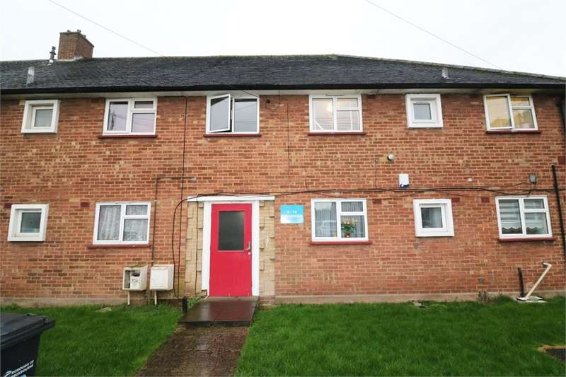 2 Bedrooms Flat for sale in The Green, Cheshunt, Waltham Cross, Hertfordshire