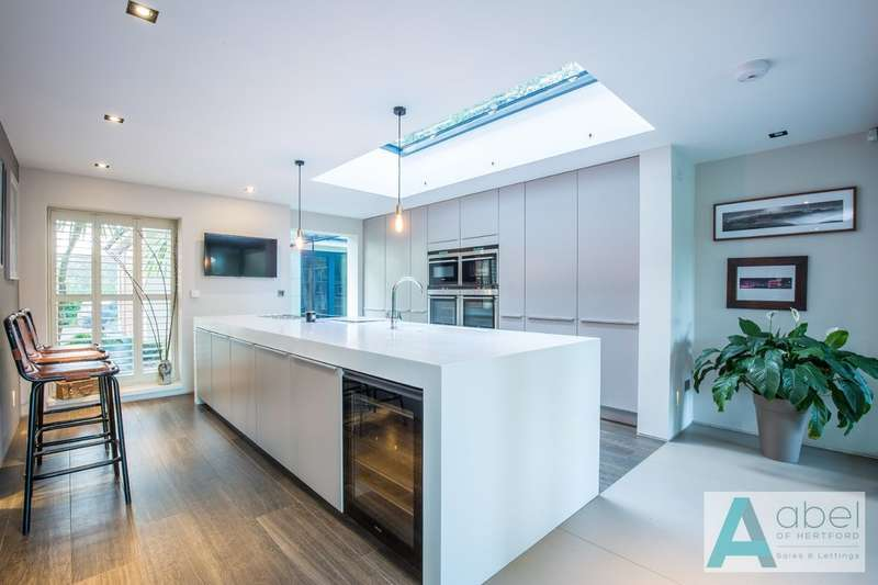 4 Bedrooms Detached House for sale in Henderson Place, Epping Green