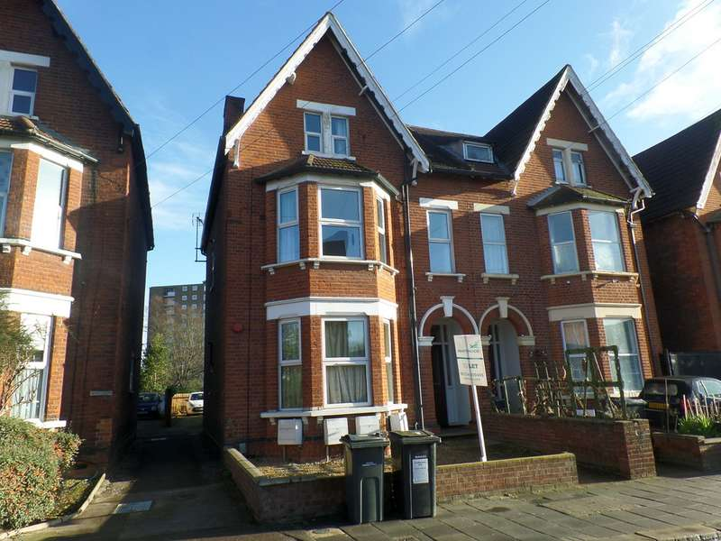 2 Bedrooms Apartment Flat for rent in Conduit Road, Bedford MK40