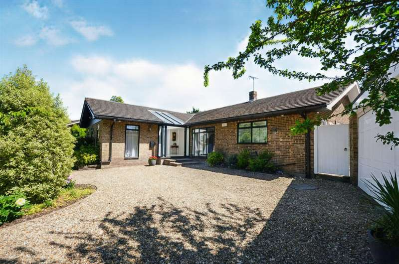 4 Bedrooms Detached Bungalow for sale in Robin Hood Lane, Chatham, Kent, ME5