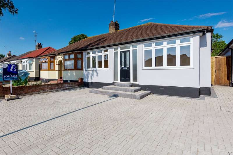 3 Bedrooms Semi Detached Bungalow for sale in Aldborough Road, Upminster, RM14