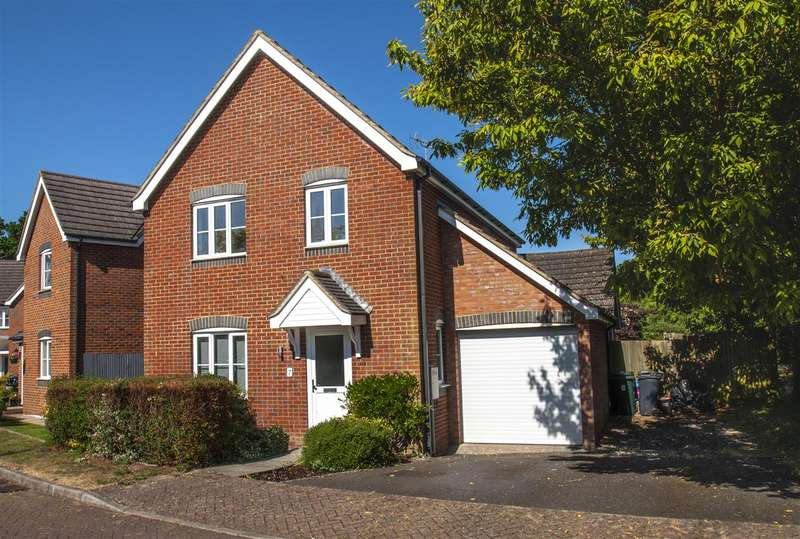 4 Bedrooms Detached House for sale in Shepherd Close, Ashford, TN23