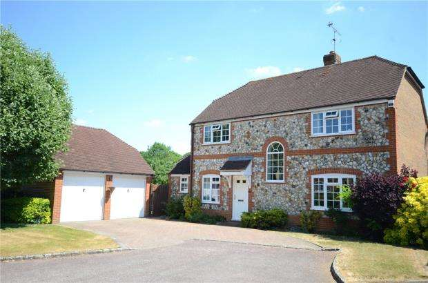 4 Bedrooms Detached House for sale in Goldsmith Close, Finchampstead, Berkshire