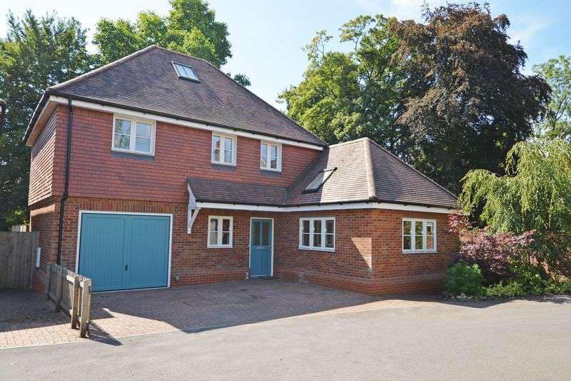 4 Bedrooms Property for sale in Tulip Mews opposite Anstey Park, Holybourne, Alton, Hampshire